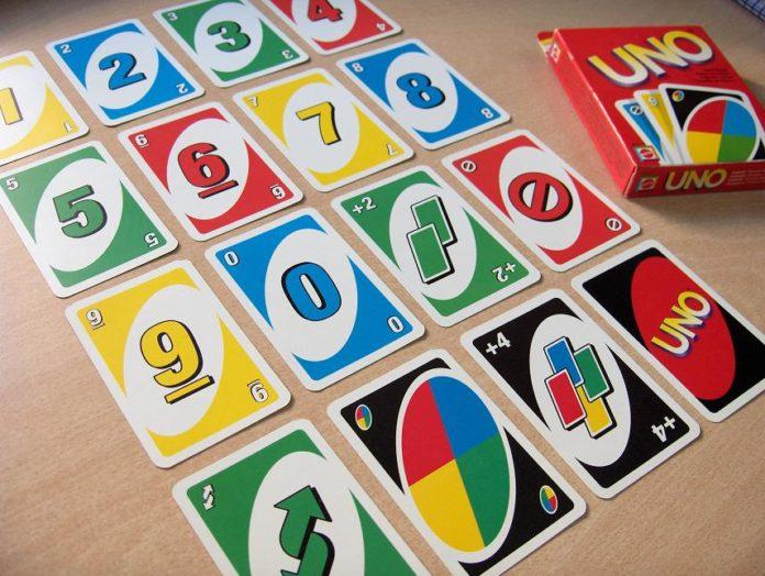 Gra karciana UNO – zabawa dla całej rodziny